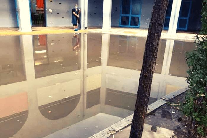 φωτογραφία από εισροή υδάτων στο προαύλιο στο 25ο Δημοτικό Σχολείο Ιλίου