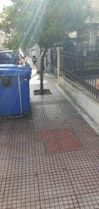 Εμπόδια σε πεζοδρόμιο-οδός Μενεάλου